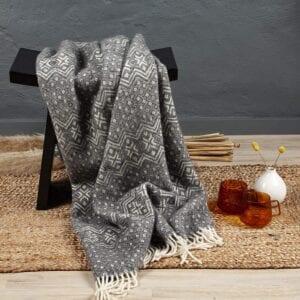 Plaid en laine vierge avec motif norvégien